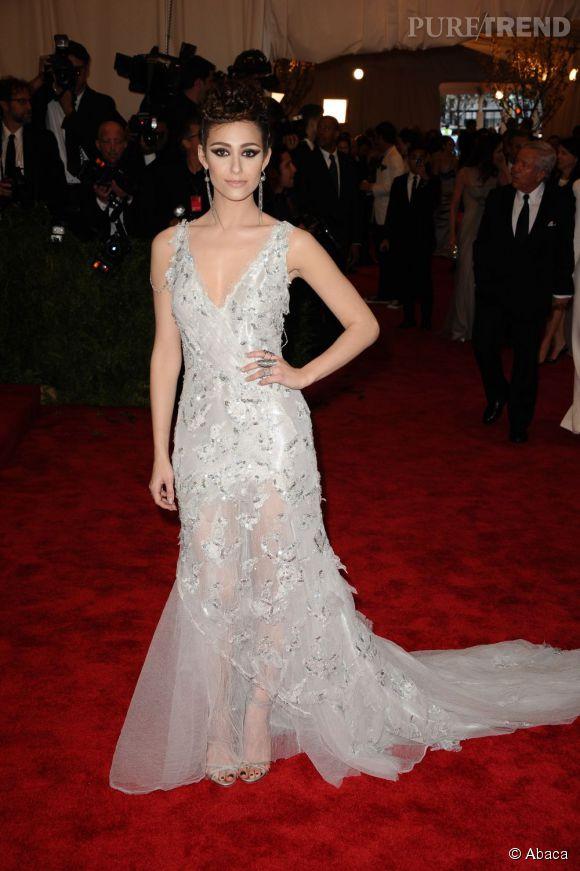 "Emmy Rossum dans une robe Donna Karan Atelier au MET Ball 2013, ""Punk : Chaos to Couture""."