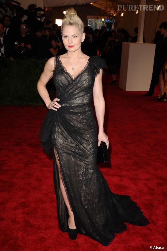 "Jennifer Morrison en robe Donna Karan Atelier, des escarpins Giuseppe Zanotti et des bijoux J Herwitt au MET Ball 2013, ""Punk : Chaos to Couture""."