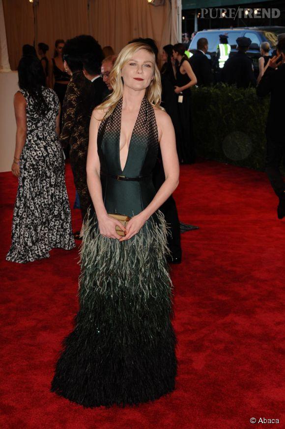 """Kirsten Dunst très sexy dans une robe Louis Vuitton au MET Ball 2013, """"Punk : Chaos to Couture""""."""