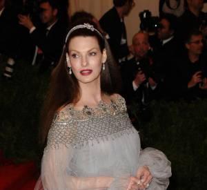 "Linda Evangelista en robe Marchesa au MET Ball 2013, ""Punk : Chaos to Couture""."