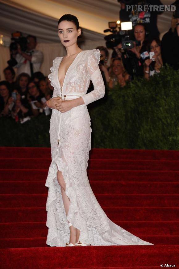 "Rooney Mara en total look Givenchy au MET Ball 2013, ""Punk : Chaos to Couture""."