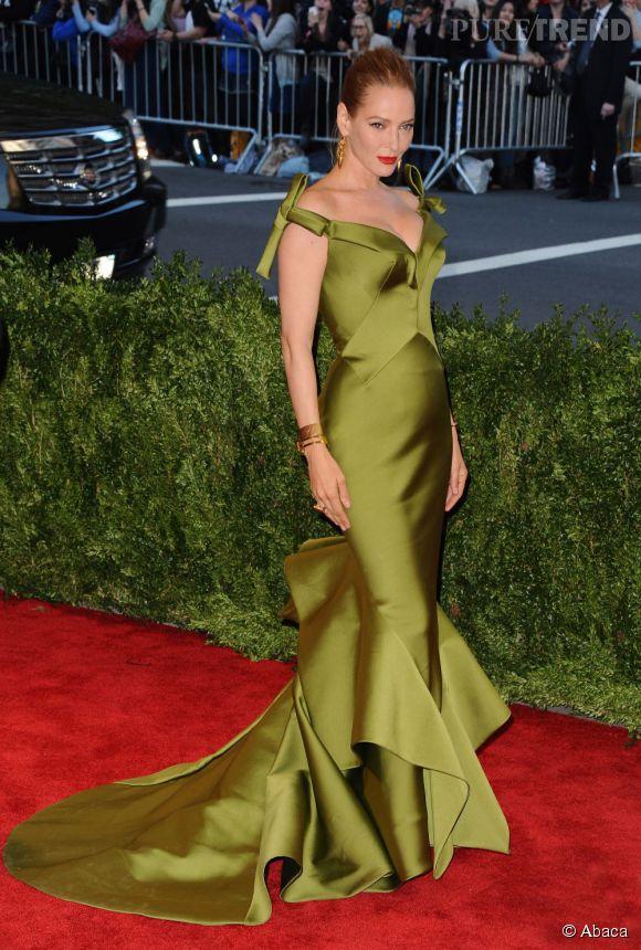 "Uma Thurman sort du lot avec une robe kaki Zac Posen au MET Ball 2013, ""Punk : Chaos to Couture""."