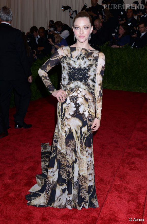 "Amanda Seyfried, magnifique en robe Givenchy et bijoux Fred Leighton au MET Ball 2013, ""Punk : Chaos to Couture""."