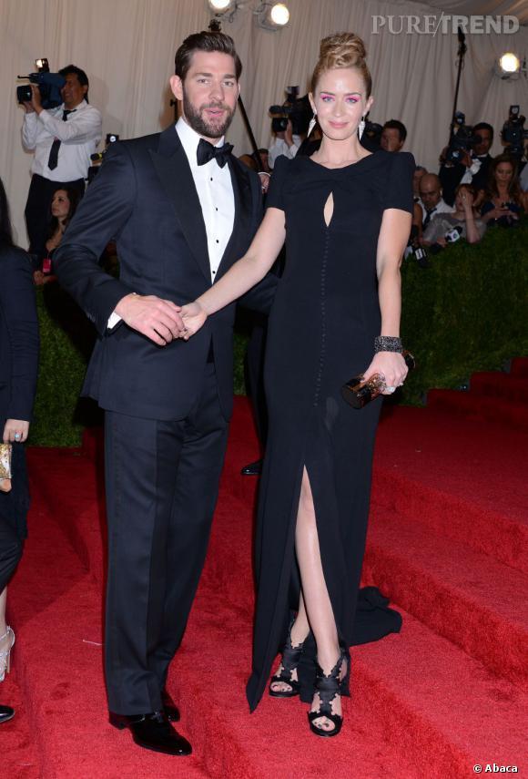"Emily Blunt dans une robe Carolina Herrera et John Krasinski dans un costume Tom Ford au MET Ball 2013, ""Punk : Chaos to Couture""."