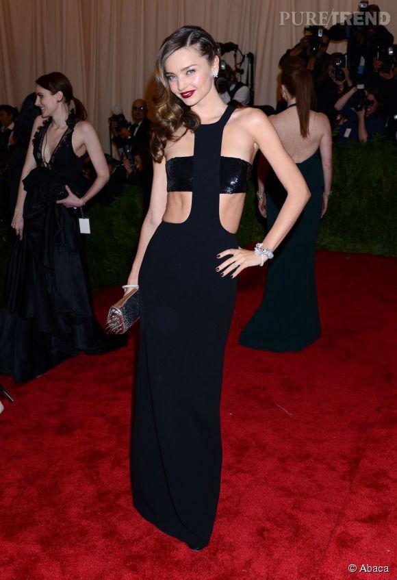 """Miranda Kerr en robe Michael Kors, des chaussures Tabitha Simmons, une pochette Christian Louboutin et des bijoux Cartier au MET Ball 2013, """"Punk : Chaos to Couture""""."""