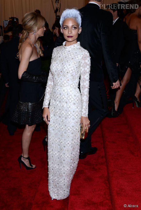 """Nicole Richie en robe Topshop, porte une bague Maria Fransesca Pepe et des boucles d'oreilles Dana Rebbeca Designs au MET Ball 2013, """"Punk : Chaos to Couture""""."""
