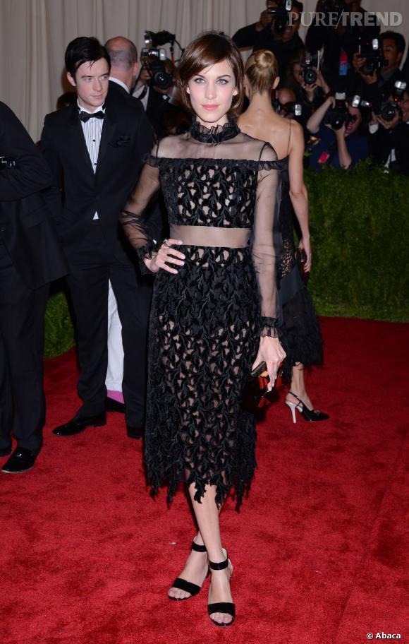 "Alexa Chung dans une robe bi-matière transparente Erdem au MET Ball 2013, ""Punk : Chaos to Couture""."
