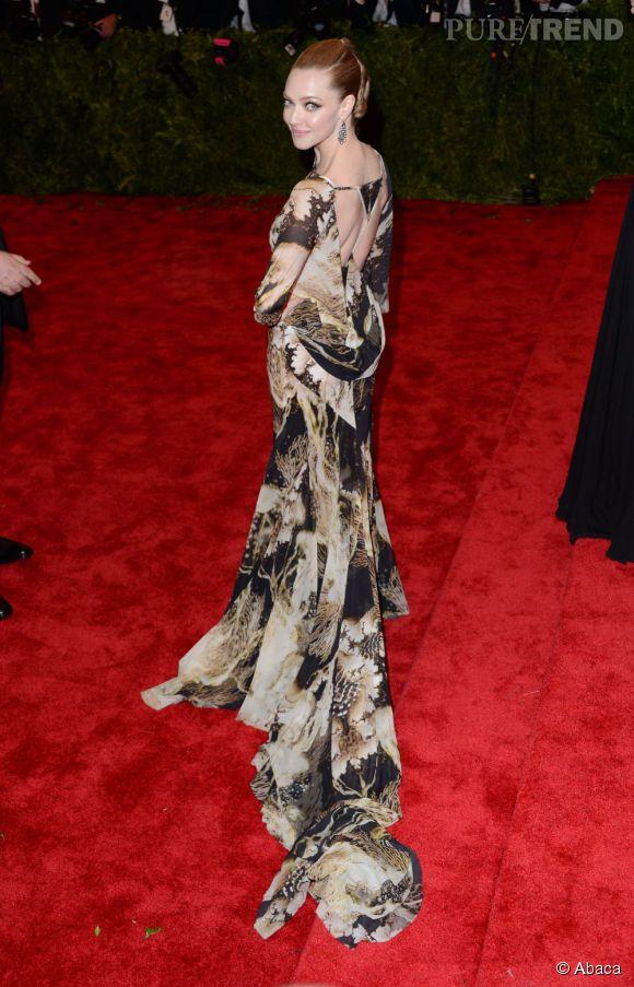 Le dos de la robe Givenchy d'Amanda Seyfried.