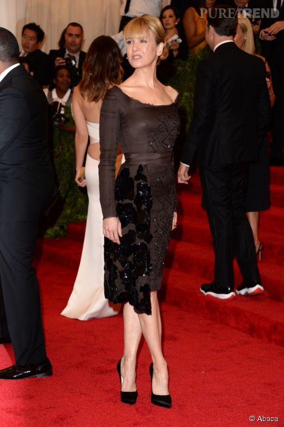 "Renee Zellweger porte une robe Prada et des escarpins Christian Louboutin au MET Ball 2013, ""Punk : Chaos to Couture""."