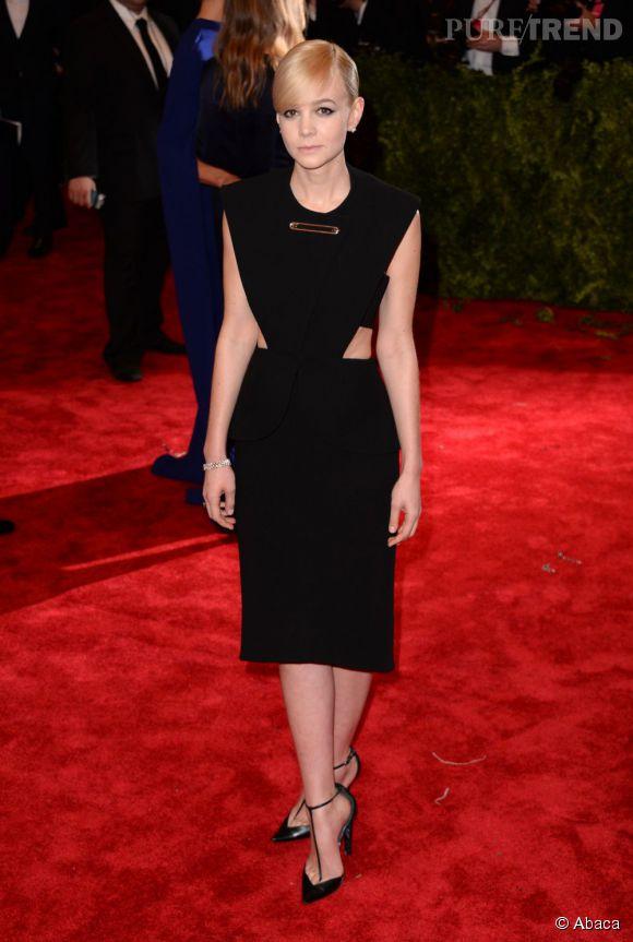 "Carey Mulligan porte une robe Balenciaga avec des bijoux Tiffany & Co au MET Ball 2013, ""Punk : Chaos to Couture""."