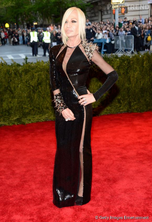 """Donatella Versace au MET Ball 2013, """"Punk : Chaos to Couture""""."""