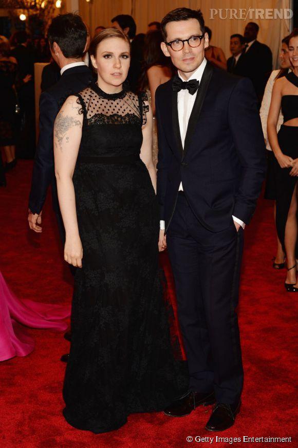 """Lena Dunham en robe Erdem est accompagnée du designer au MET Ball 2013, """"Punk : Chaos to Couture""""."""