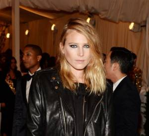 "Dree Hemingway en Stella McCartney au MET Ball 2013, ""Punk : Chaos to Couture""."