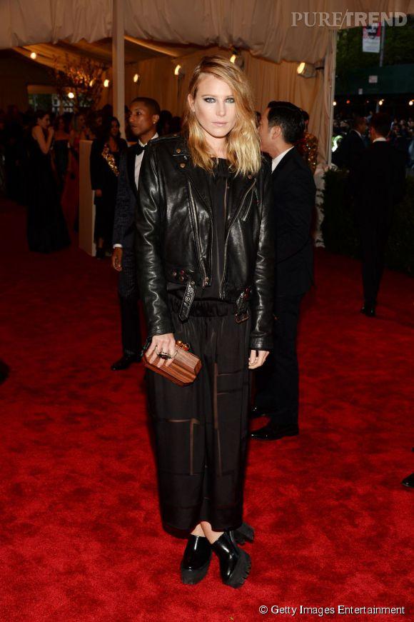 "Dree Hemingway en Stella McCartney au MET Ball 2013, ""Punk : Chaos to Couture""."