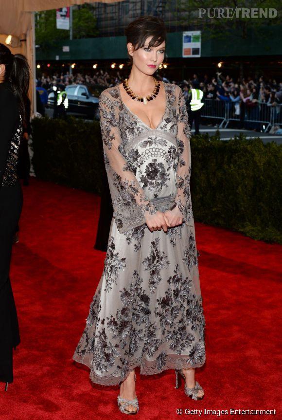 "Karlie Kloss en Louis Vuitton au MET Ball 2013, ""Punk : Chaos to Couture""."