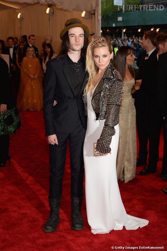 "Sienna Miller et Tom Sturridge en total look Burberry au MET Ball 2013, ""Punk : Chaos to Couture""."