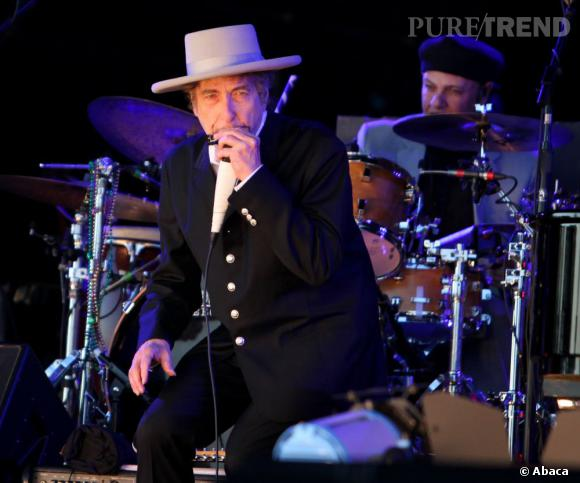 """Bob Dylan, """"indigne"""" de recevoir la Légion d'honneur pour le grand chancelier de l'ordre de la Légion d'honneur, Jean-Louis Georgelin."""