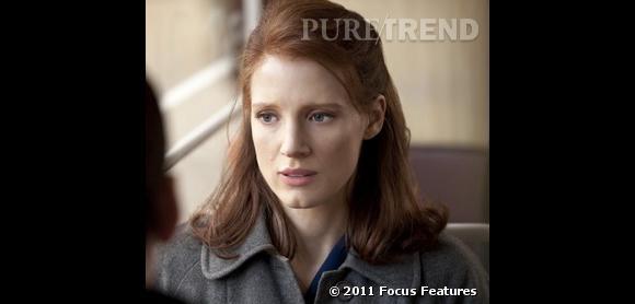 """Jessica Chastain : ses coiffures au cinéma    Dans """"L'Affaire Rachel Singer"""" (2010), l'actrice lisse sa chevelure teinte en auburn pour l'occasion."""