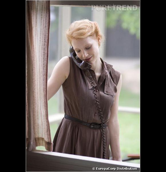 """Jessica Chastain : ses coiffures au cinéma    On craque pour son chignon torsadé, so 50's, dans """"The Tree of Life""""."""