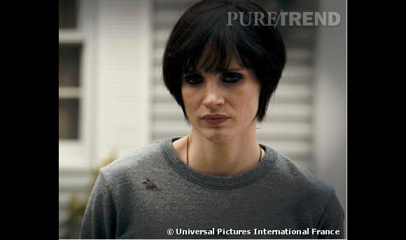 """Jessica Chastain : ses coiffures au cinéma    Dans """"Mam á """", elle se transforme en punkette, les cheveux courts et lisses teints en brun, le regard fardé de noir."""