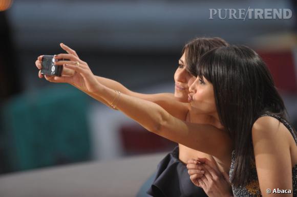 Leila Bekhti et Geraldine Nakache, reines des selfies en 2010.