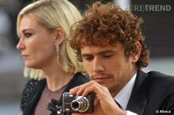 James Franco et Kirsten Dunst partenaires dans Spider Man viennent tous les deux présenter leurs courts-métrages. Le soir, ils font un tour sur la plateau de l'émission et James a décidé de prendre des photos pour sa famille.