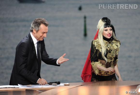 Michel Denisot accueille la sur-lookée Lady Gaga en 2011.