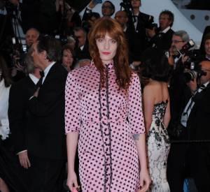 Florence Welch, qui chante sur la soundtrack de Gatsby Le Magnifique, choisit sa tenue chez Miu Miu.