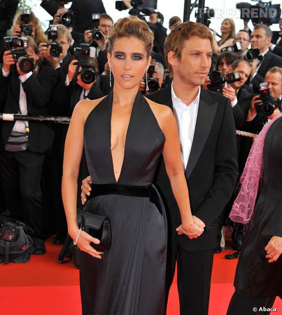 Les plus beaux décolletés de Cannes : Vahina Giocante, en total look black.