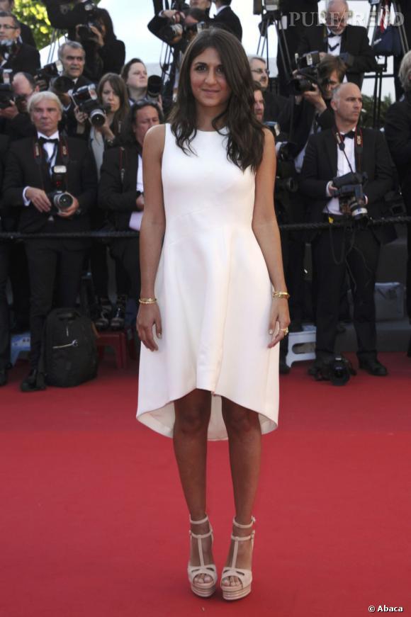 """Géraldine Nakache, immaculée pour monter les marches en cette troisième journée de Festival de Cannes 2013. Elle porte des """"Sandales Bibendum"""" Roger Vivier"""
