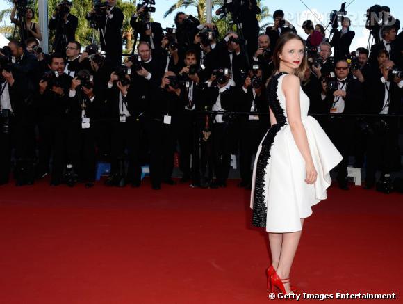 """Sara Forestier en noir et blanc pour la montée du marches du film """"Le Passé""""."""