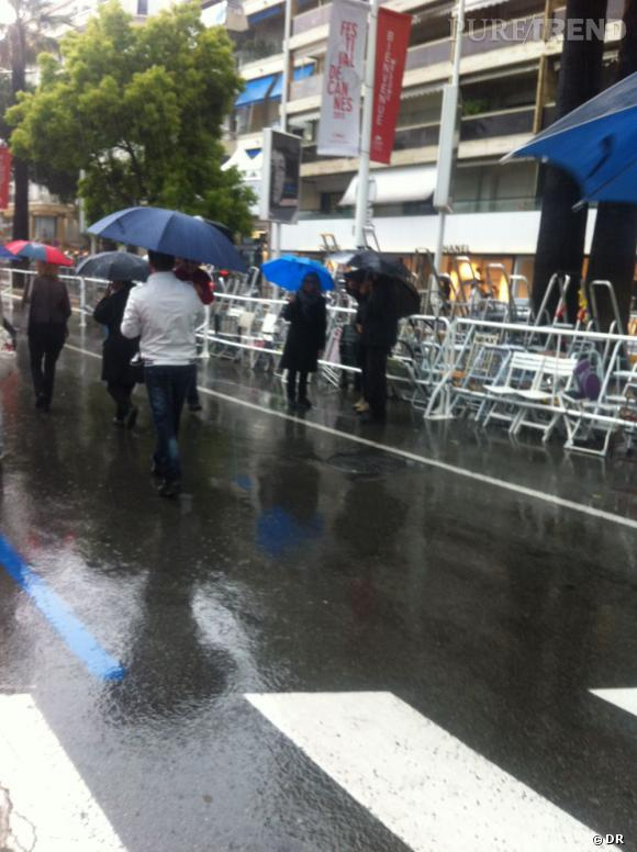 Cannes : la pluie casse l'ambiance du festival.