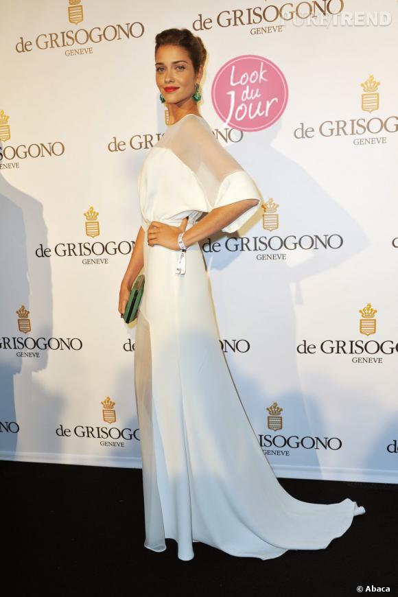 Ana Beatriz Barros mise sur une longue robe blanche semi-transparente et des bijoux de Grisogono pour la soirée du joaillier.