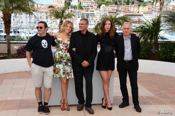 """Abdellatif Kechiche, Lea Seydoux, Vincent Maraval, Adele Exarchopoulos et Brahim Chioua pour """"La vie d'Adèle"""" à Cannes 2013."""