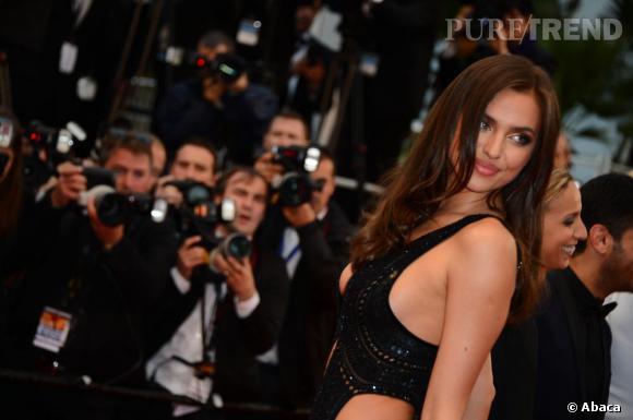 Irina Shayk réchauffe l'atmosphère à Cannes.