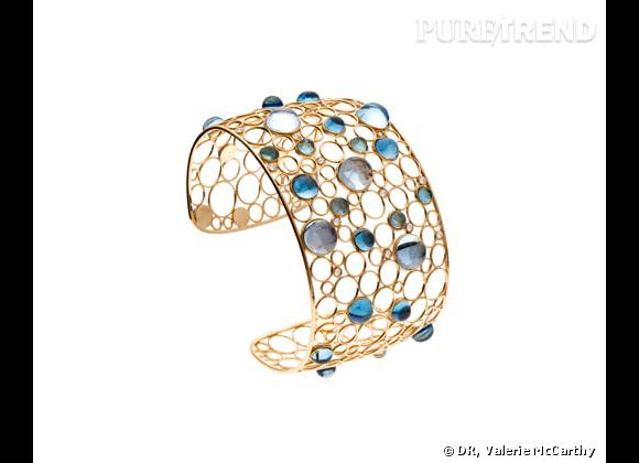 Valerie McCarthy Manchette en or et topazes bleues, 2 245€.