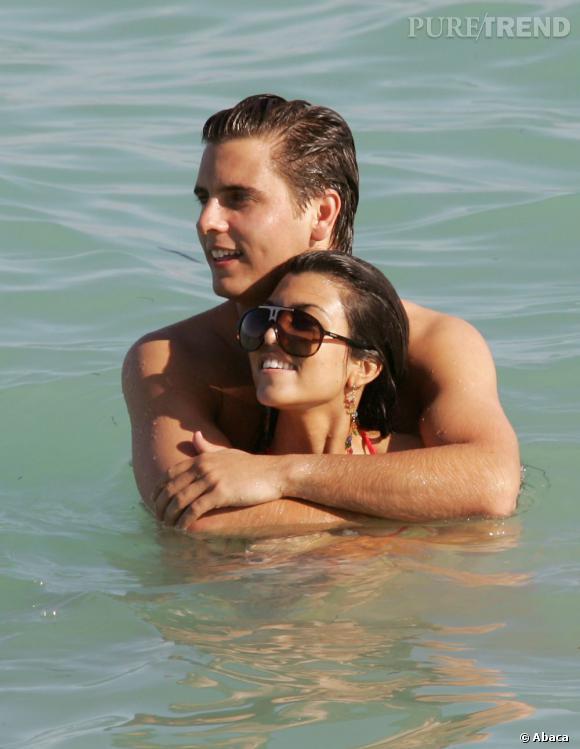 Scott Disick et Kourtney Kardashian commencent à sortir ensemble en 2007 (photo de vacances de 2008).