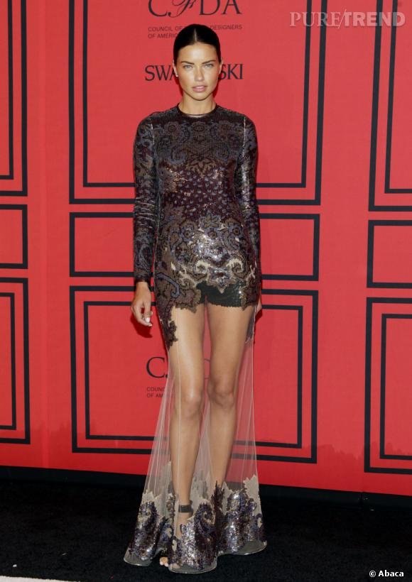 Adriana Lima en robe Riccardo Tisci pour Givenchy aux CFDA Awards 2013.