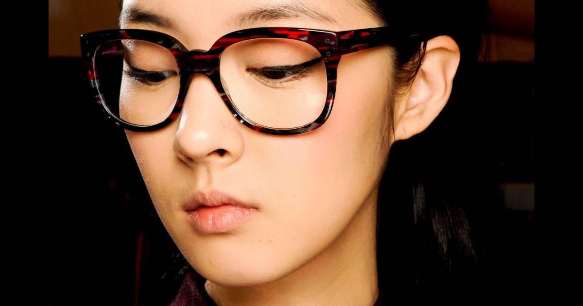 Comment se maquiller avec des lunettes ?