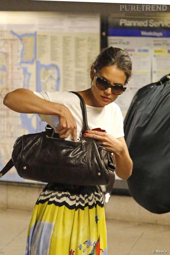 Katie Holmes à New York ne passe pas inaperçue même si elle prend le métro.