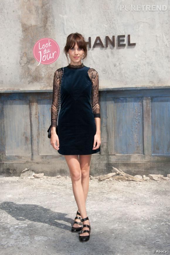 Alexa Chung au défilé Chanel Haute Couture Automne-Hiver 2013/2014 à Paris.