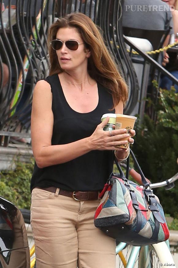 Deux cafés à emporter, et voilà la star prête à affronter la journée. On espère qu'elle n'a pas de rendez-vous professionnels.