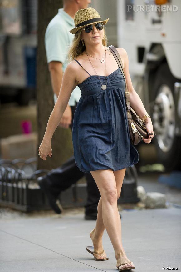 """Jennifer Aniston à New York, sur les plateaux de tournage de """"Squirrels to the Nuts""""."""