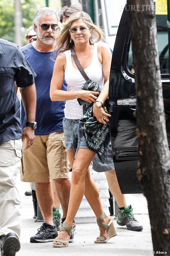 "Jennifer Aniston sur le tournage de ""Squirrels to the nuts"" à New York."