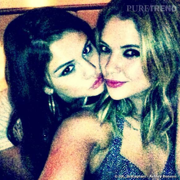 Ashley Benson a immortalisé la soirée avec son amie Selena Gomez.