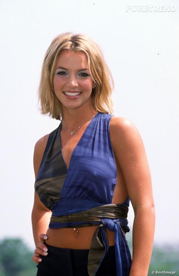 Cette photo date de l'an 2000. La toute jeune Britney Spears débute sa carrière et a déjà les seins refaits à 19 ans.
