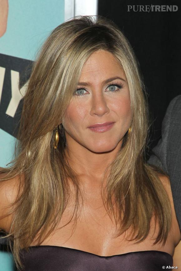 Les tops et les flops coiffure de la semaine Jennifer Aniston prouve une fois encore que c'est la pro du brushing parfait.