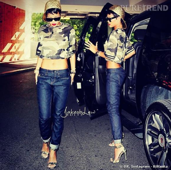 Rihanna en cropped top et sandales à talons camouflage, des pièces phares de sa nouvelle collection pour River Island mais pas évidentes à porter.