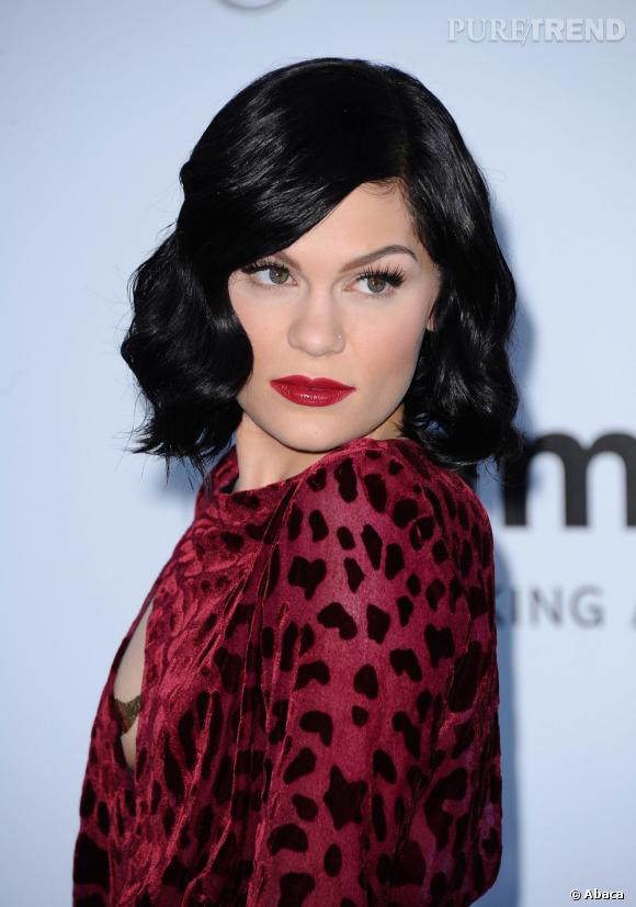 Avant de se raser la tête, Jessie J arborait une jolie crinière noire, brillante et glamour.