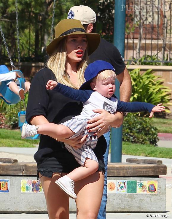 Hilary Duff et son fils Luca au Coldwater Park a Beverly Hills, le 27 août 2013.